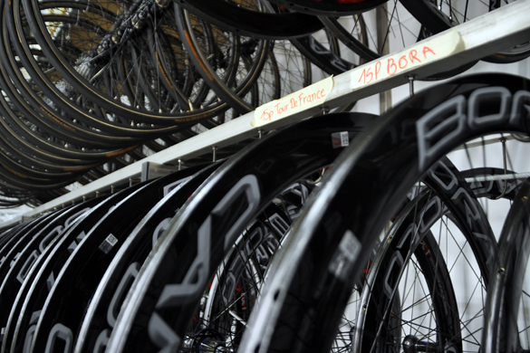 自転車の 自転車 プロチーム 機材 : トッププロチームの舞台裏を初 ...