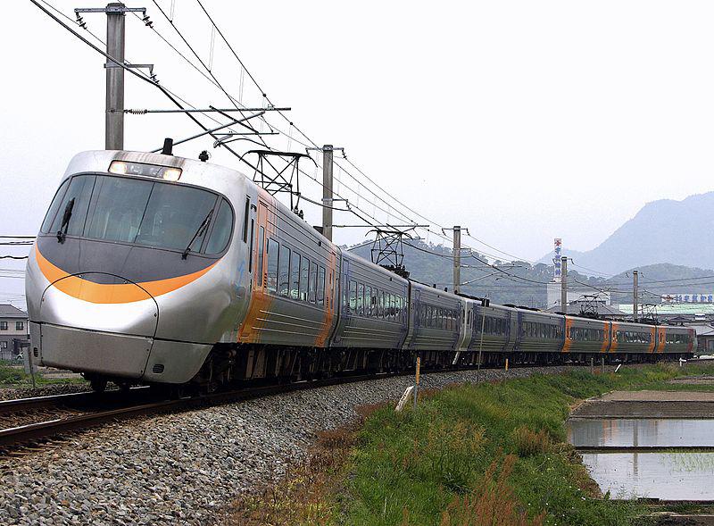 JR四国の8000系特急列車(Wikimedia ...