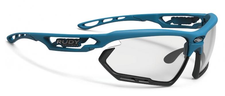 フレーム:オーシャンマット、レンズ:インパクトX2 調光ブラック、バンパー:ブラック、価格2万1000円(税抜)