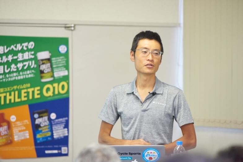トレーニングメニューの組み立て方を解説する才田選手
