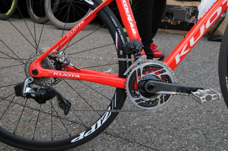 スラムのロードバイク12スピードコンポーネント、レッドeタップAXSが搭載されたクオータの試乗車