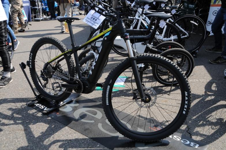 eバイク専門ブランド、ベスビーのMTBタイプのeバイク。バッテリーがフレームに内蔵されてかなりスマートなルックスを実現していて、来場者の評価も高かった