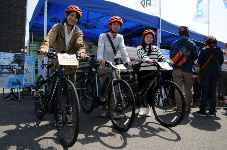 シマノブースでは電動アシストユニット、ステップスを搭載する各ブランドのバイクの試乗車を用意していた