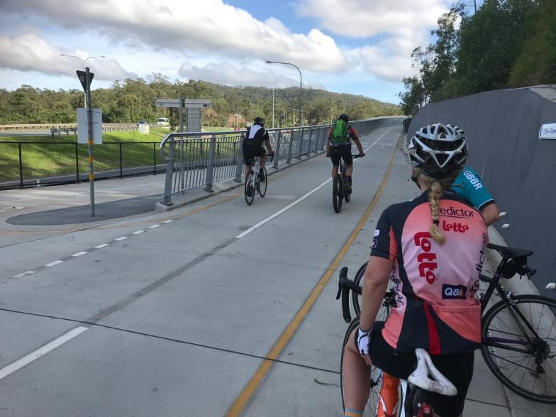 スタッフライド中の一枚。路面状況や自転車道の活用度合いもチェック