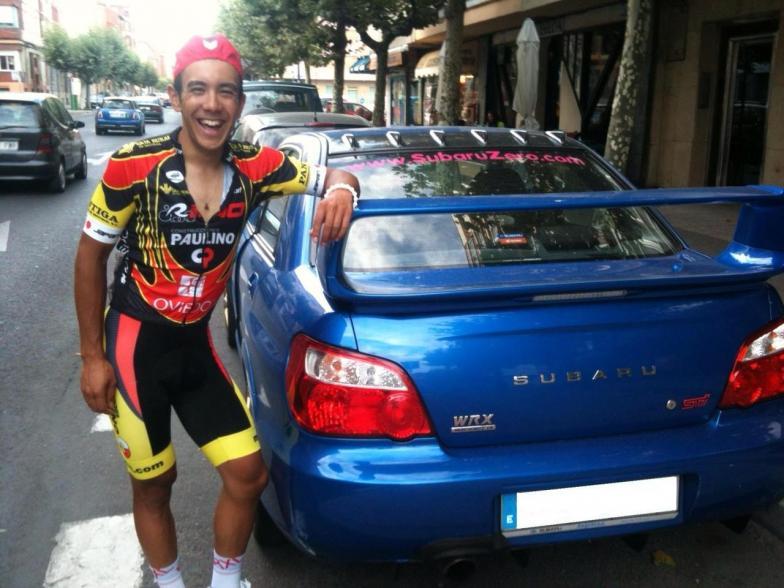ブエルタ・レオンに応援に来てくれたチームメイトのセルヒオのクルマと。日本車が大好きな彼はなんとしても日本人の僕とツーショットを撮りたかったそう
