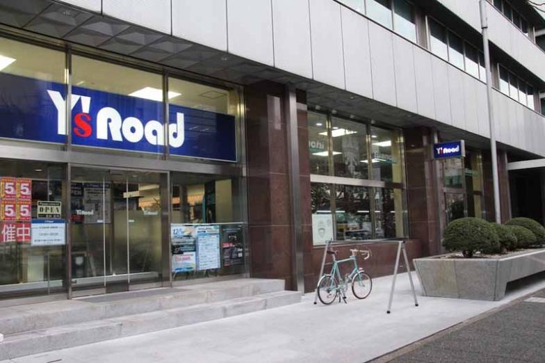 シングルブランドストアは名古屋でアクセスしやすい「丸の内」にあるY's Road名古屋本館内に。駅の真上でコインパーキングも多数あり便利な立地にある
