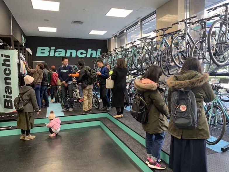 中部地区でビアンキバイクストアの日本限定モデルが入手できるのはこのお店だけ。バイク、パーツ、アパレル類に至るフルラインナップを展開