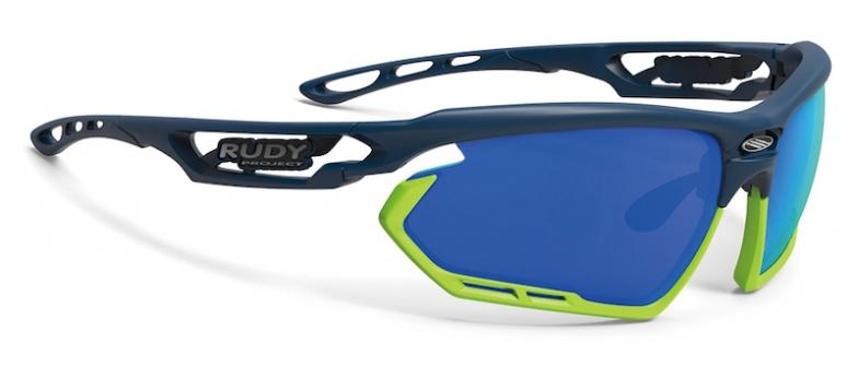 フレーム:ブルーネイビーマット、レンズ:マルチレーザーブルー、バンパー:ライム、価格1万7500円(税抜)