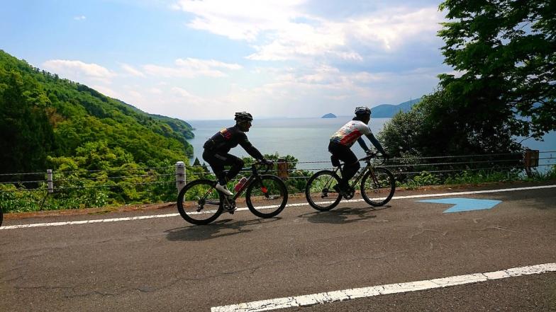 「にっぽんのじてんしゃ旅」の表紙になった賤ヶ岳から見下ろすびわ湖と竹生島