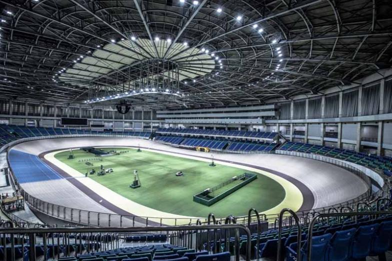 測定場所は全国的にも珍しい室内型バンクのヤマダグリーンドーム前橋。自転車競技だけでなく、コンサートなど多彩なイベントに活用されている多目的施設でもある
