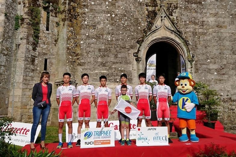 川崎三織(右から2人目)は5月にフランスで行われたジュニア・ネイションズカップに日本代表メンバーとして参加した。