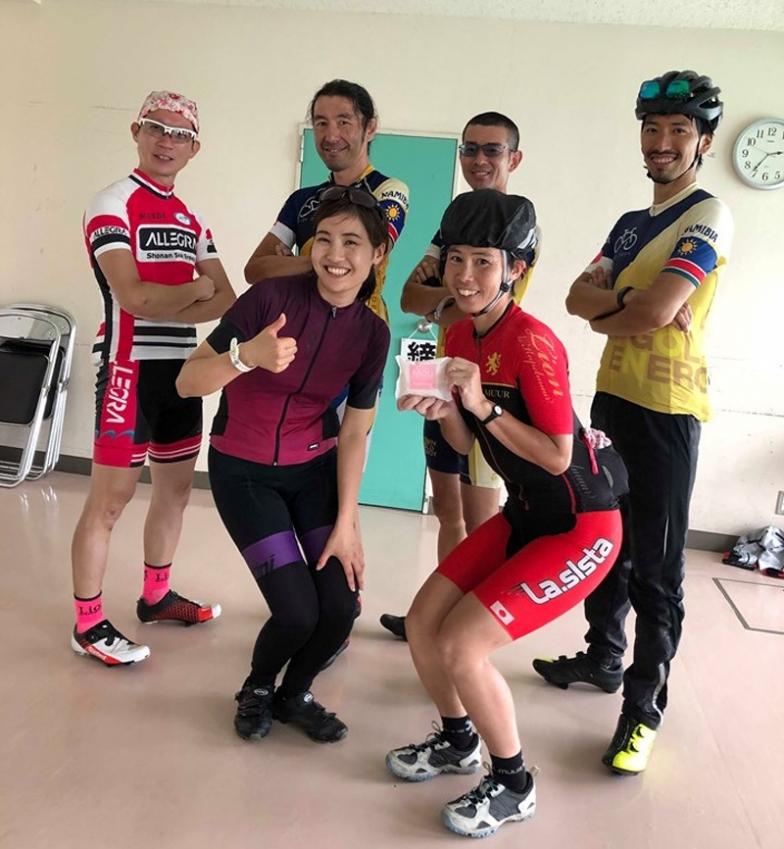 元シクロクロス日本チャンピオンの宮内佐季子さんを囲んで記念撮影!