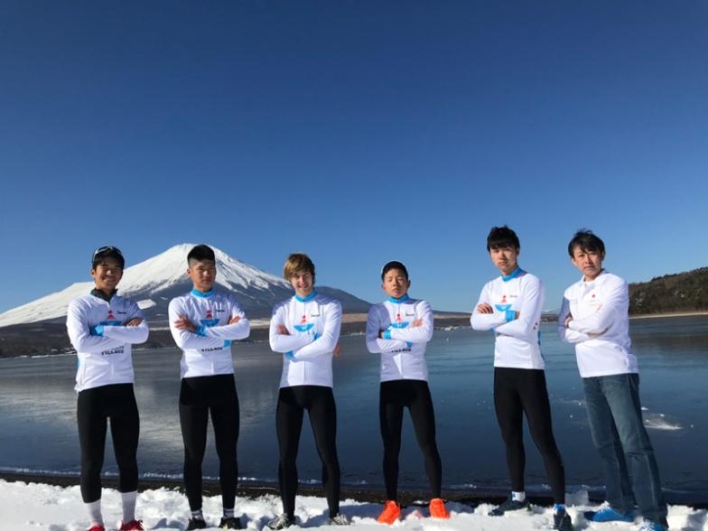 山中湖シクリスムフォーマションの選手とスタッフ
