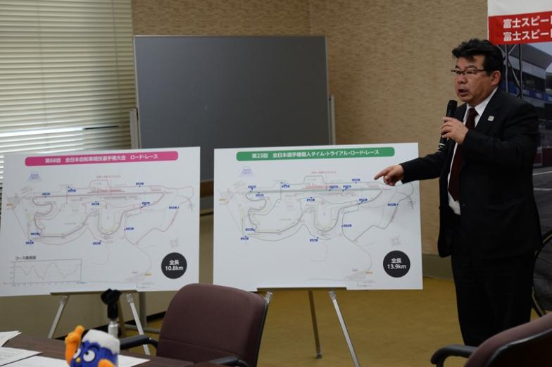コースの解説をする静岡県自転車競技連盟の松村正之理事長