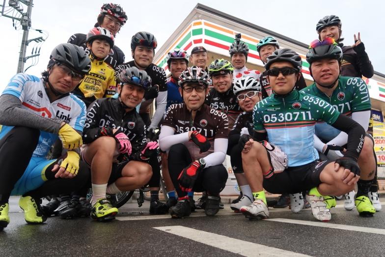 小雨の中、多くのメンバーが集まってくれた Photo:Yoko Oya