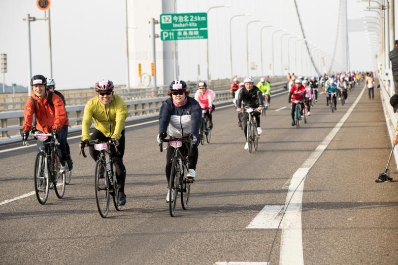 封鎖した高速道路を自由に走れる。信号はないし路面はきれいでスピードが自然と上がる。気持ちいい!