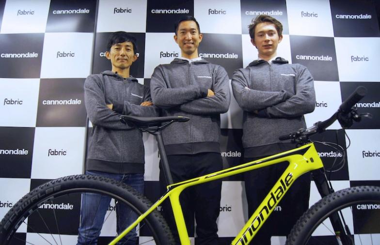 左から:兄の山本和弘氏(キャノンデール・ジャパン)、山本幸平選手、北林力選手