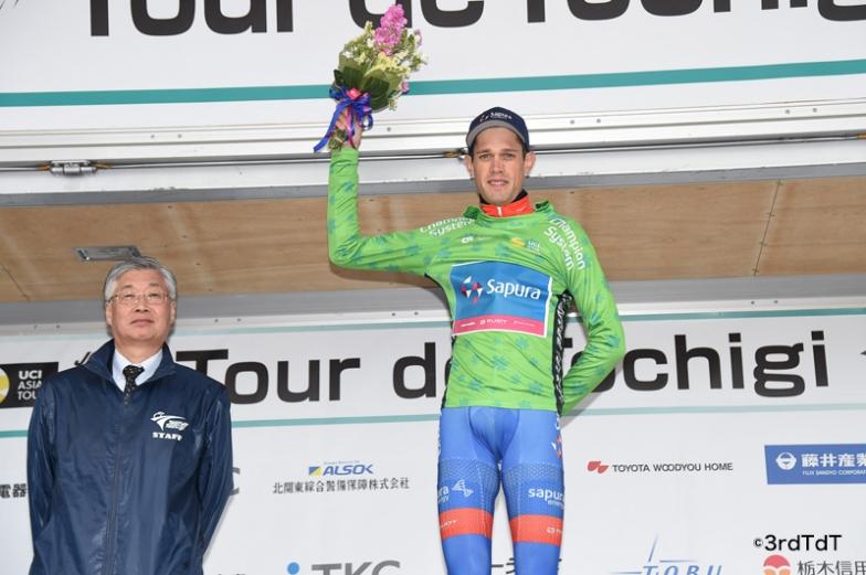 総合首位のグリーンジャージを着たベンジャミン・ダイボール(チーム・サプラ・サイクリング)