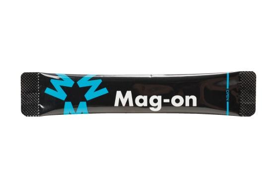 スティックタイプで携帯しやすく、サッと水に溶かして使いやすいマグオン