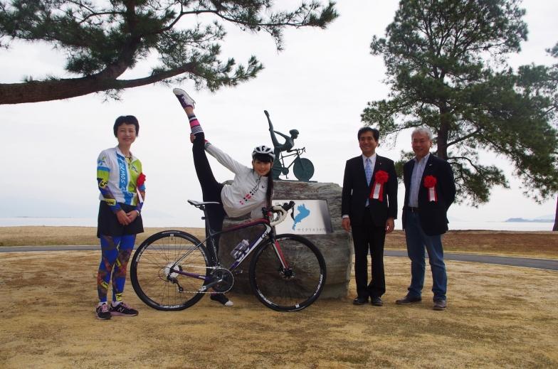 左から滋賀県の池永肇恵副知事、田中セシルさん、ジャイアントの中村晃社長、守山市の宮本和宏市長