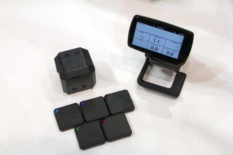 5つのセンサーと充電器、メインコンピューターで構成される