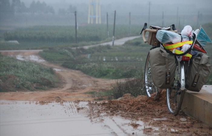 中国では道に迷いながら泥に苦戦する