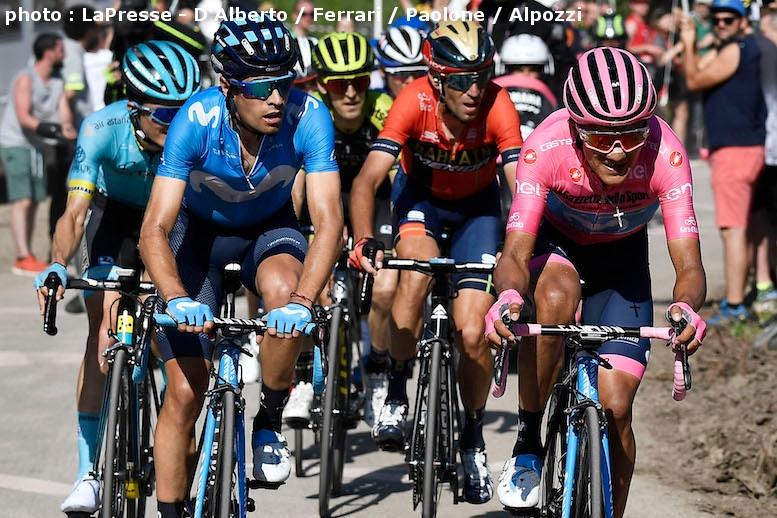 ランダを区間優勝させるために、マリア・ローザのカラパスはゴールへと向かう上り坂で先頭を引き続けた