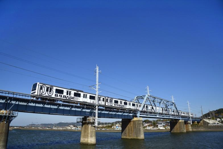 両国駅を発車して内房線を経由。一路、館山を目指す