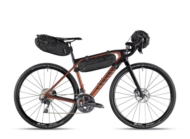 グレイルのキャラクターなら、バイクパッキングに出かけたくなるのは必然。そのためのバッグがトピークから発売される。大型サドルバッグ、フレームバッグ、ハンドルバッグの3種類だ