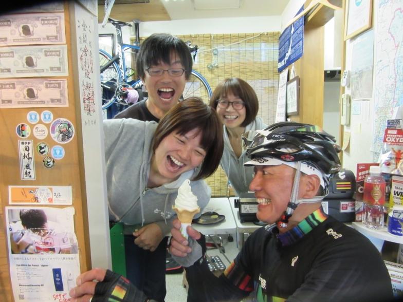 大津にある「どてるし」は、店長が全国のソフトクリームを食べ歩いて、たどりついた絶品のソフトクリームを販売する愉快な自転車屋さん