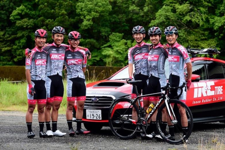 写真左から花田、山岸、大町、吉岡、鈴木、瀧山