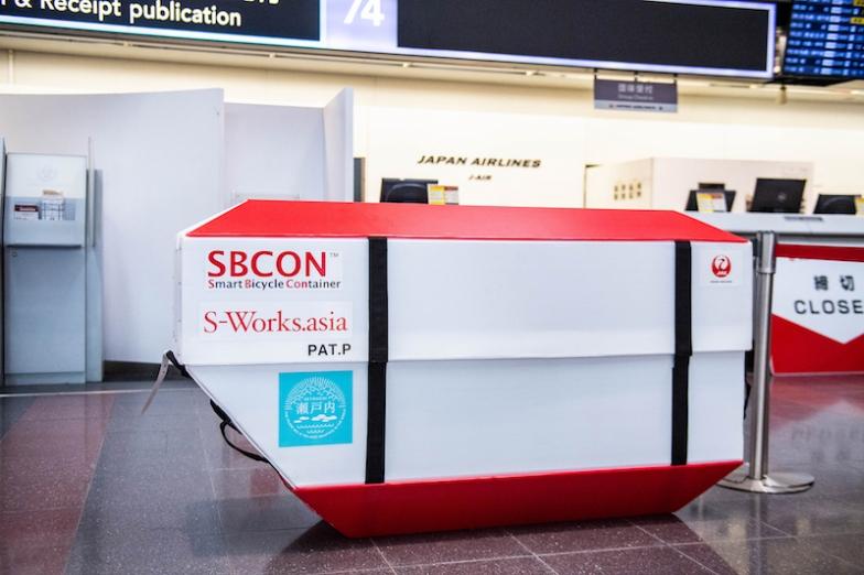 これがSBCONの全景。箱のサイズは縦170×横52×高さ94cm。サドル高さ730mmまでならシートポストを抜かずに収納できる。