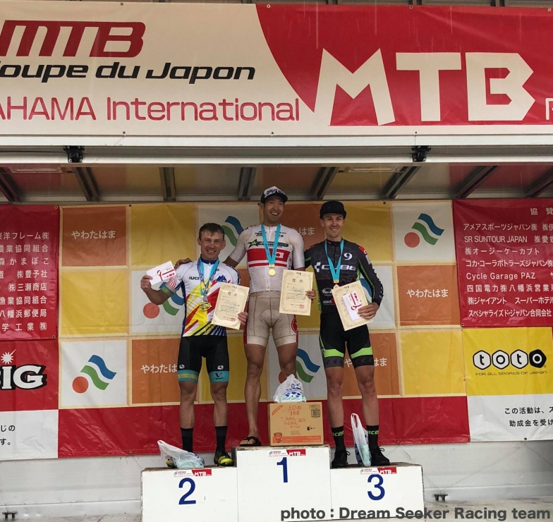 やわたはま国際MTBレース2018 優勝は山本幸平、2位・Kirill KAZANTSEV(カザフスタン)、3位・Lysander KIESEL(ドイツ)