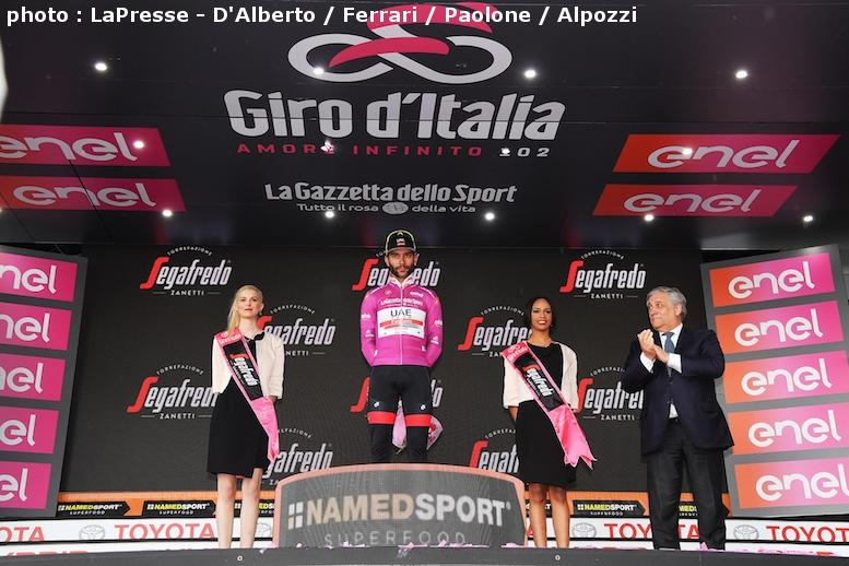 繰り上げ区間優勝で表彰台に上がったガビリアは両手を上げず、笑顔もなかった
