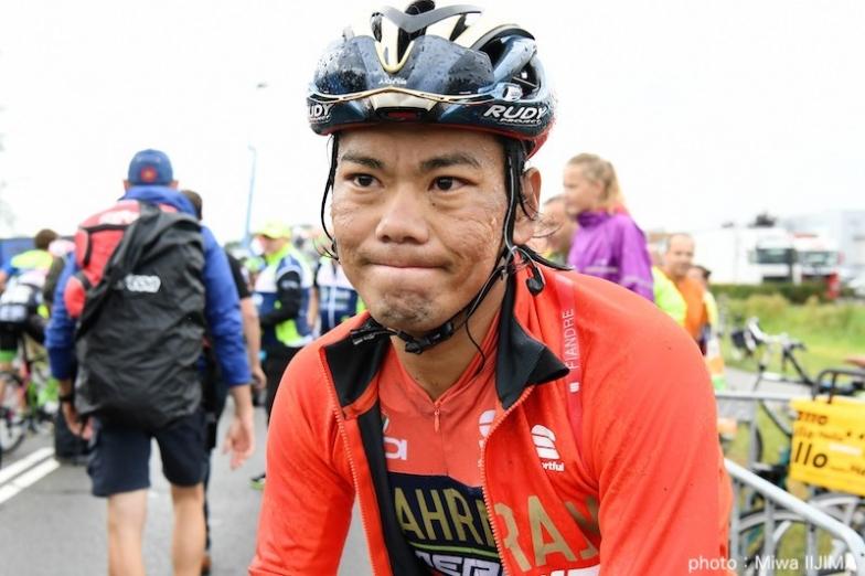ゴール後、苦痛の表情で痛みを訴える新城 photo:Miwa IIJIMA