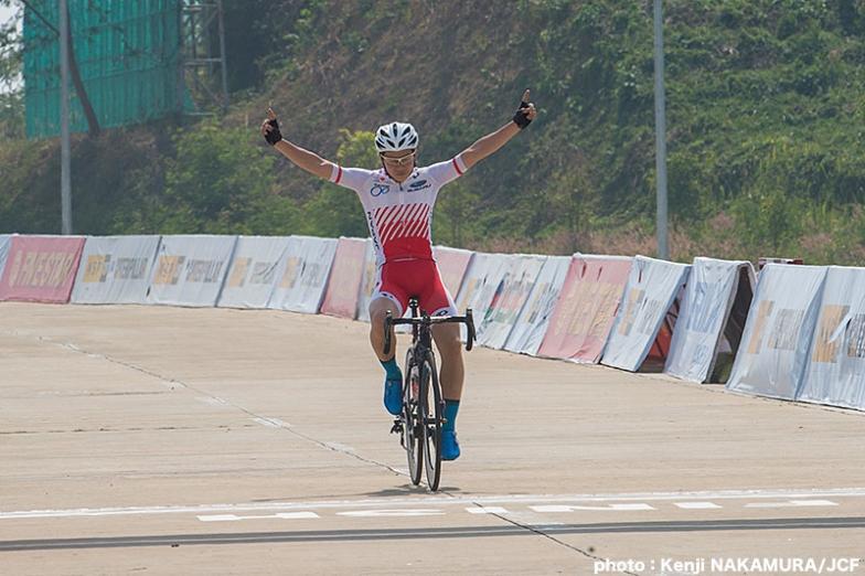 男子ジュニアロードレースで優勝した日野泰静(愛媛・松山城南高校)