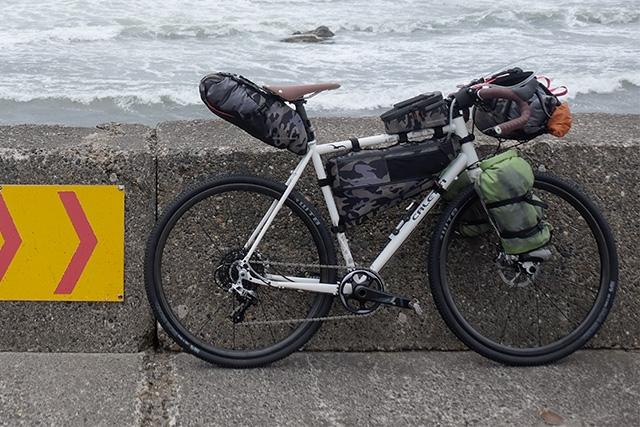 ブラックバーンのバイクパッキング。限定カラー『アウトポスト カモフラージュ』登場 サイクルスポーツのニュース