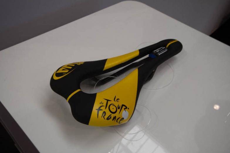 ツール・ド・フランスの特別デザインサドルも