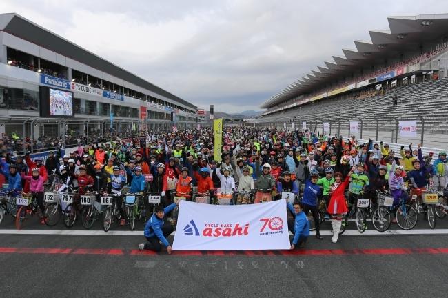 富士スピードウェイには総勢1万7900人の参加者が集まった