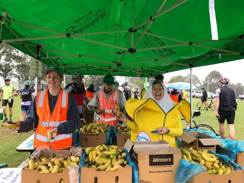 雨の中でも笑顔でライダーを励ましてくれるボランティアの皆さん