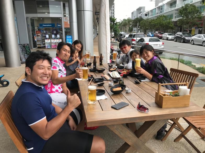 ゴール後のランチは、サウスポートの日本食レストランで皆で乾杯!