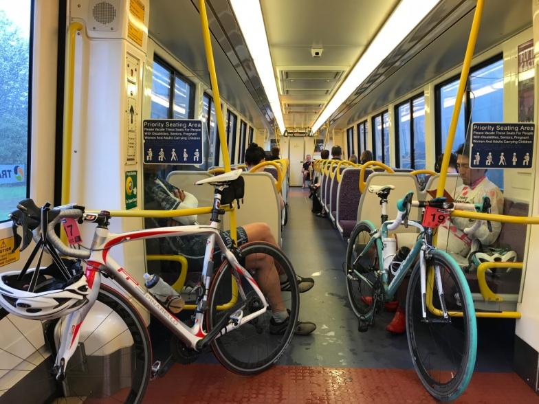 帰りは電車でブリスベンまで。オーストラリアの電車はバイクをバラさずに持ち込むことができるので便利
