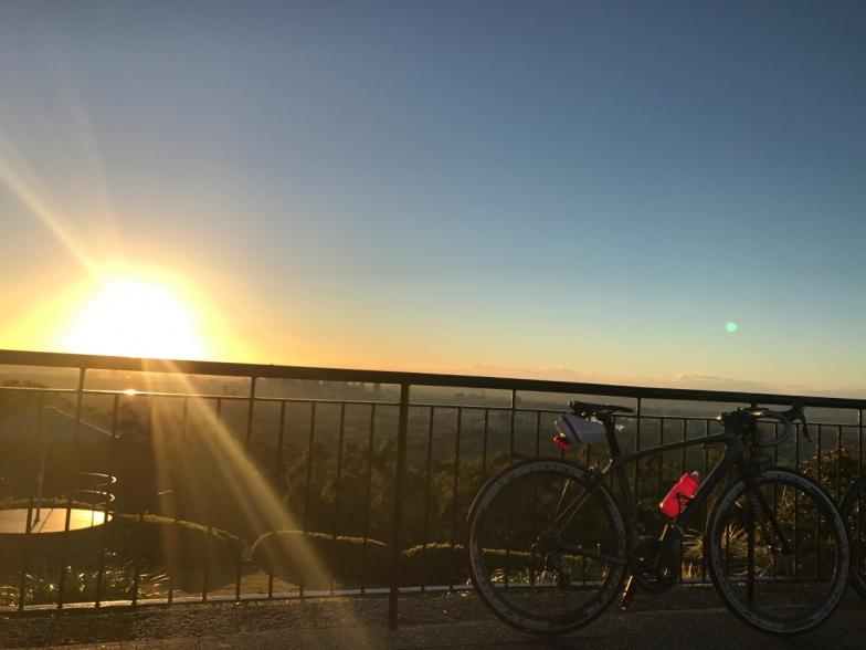 マウント・クーサの展望台からの日の出。美しい冬の朝の景色に心洗われます