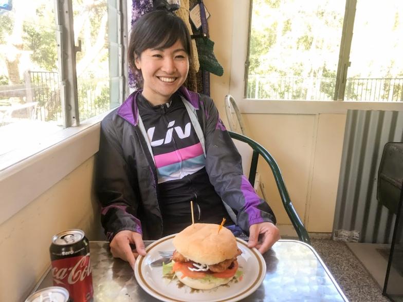 腹ペコで不機嫌だったのが、ハンバーガーを前にしたら一瞬でゴキゲンに