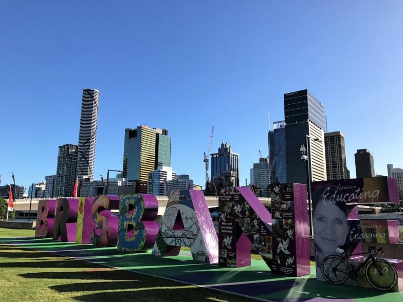 2014年のG20の時に作られたブリスベンのモニュメント。日中は観光客の撮影スポットですが、早朝ライドで訪れるととっても静かです