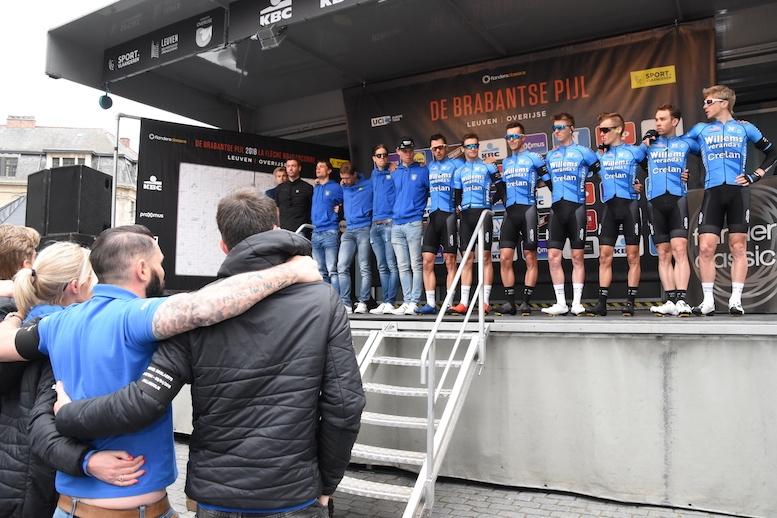 チームプレゼンテーションの最後に行われた故ホーラールツの追悼セレモニー