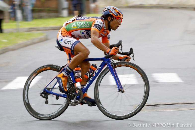ジロ・デ・イタリア第21ステージで、落車に巻き込まれながらも必死に前をめざした山本元喜