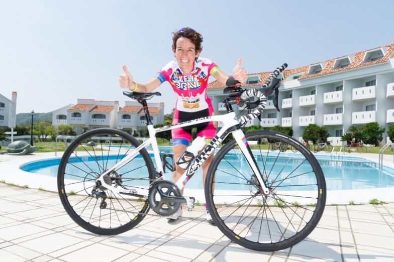 144日間で29400kmを走破するギネス記録を打ち立てたパオラ・ジャノッティさん。イタリアの女性サイクリストだ。チネリからスポンサードを受ける