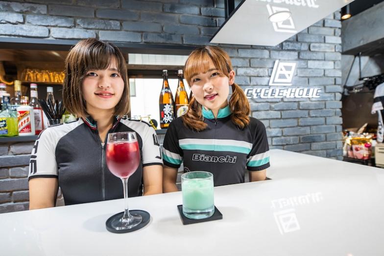自転車中毒を意味する「サイクルホリック」は、正確には日本初のロードバイク専用トレーニングジム併設コンセプトバー、「サイクルフィットネスバー」だ