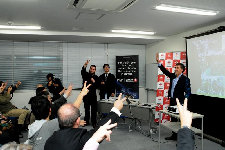 ツールの覇者がジャンケン中?! 日本でしか拝めない貴重な光景だ